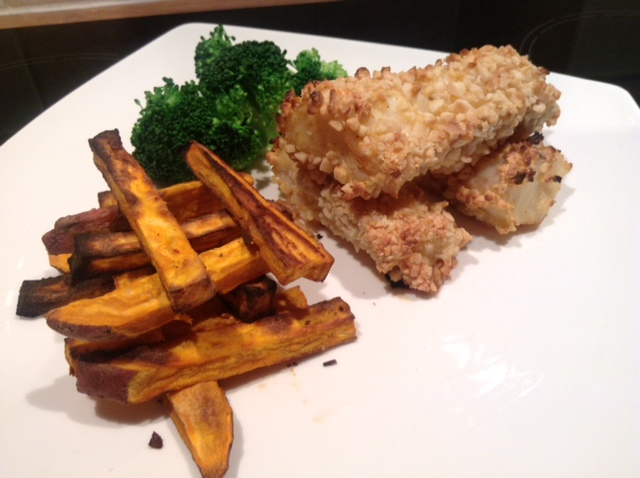 Almond-crusted-fish-fingers-with-sweet-potato-chips-image