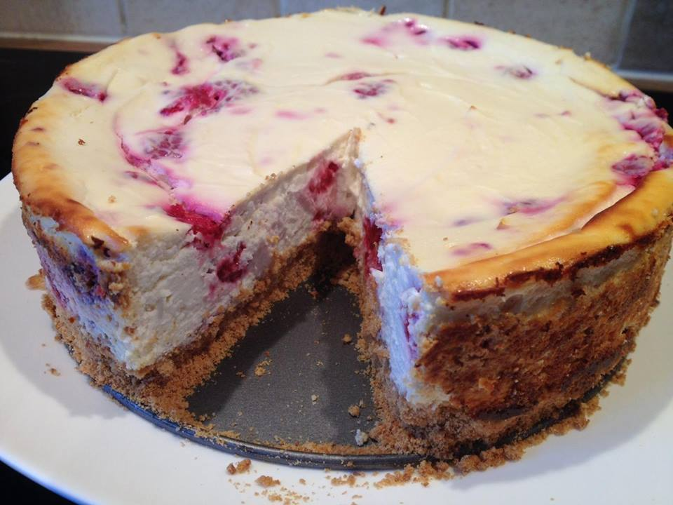 White-Chocolate-Raspberry-Protein-Cheesecake-2-min